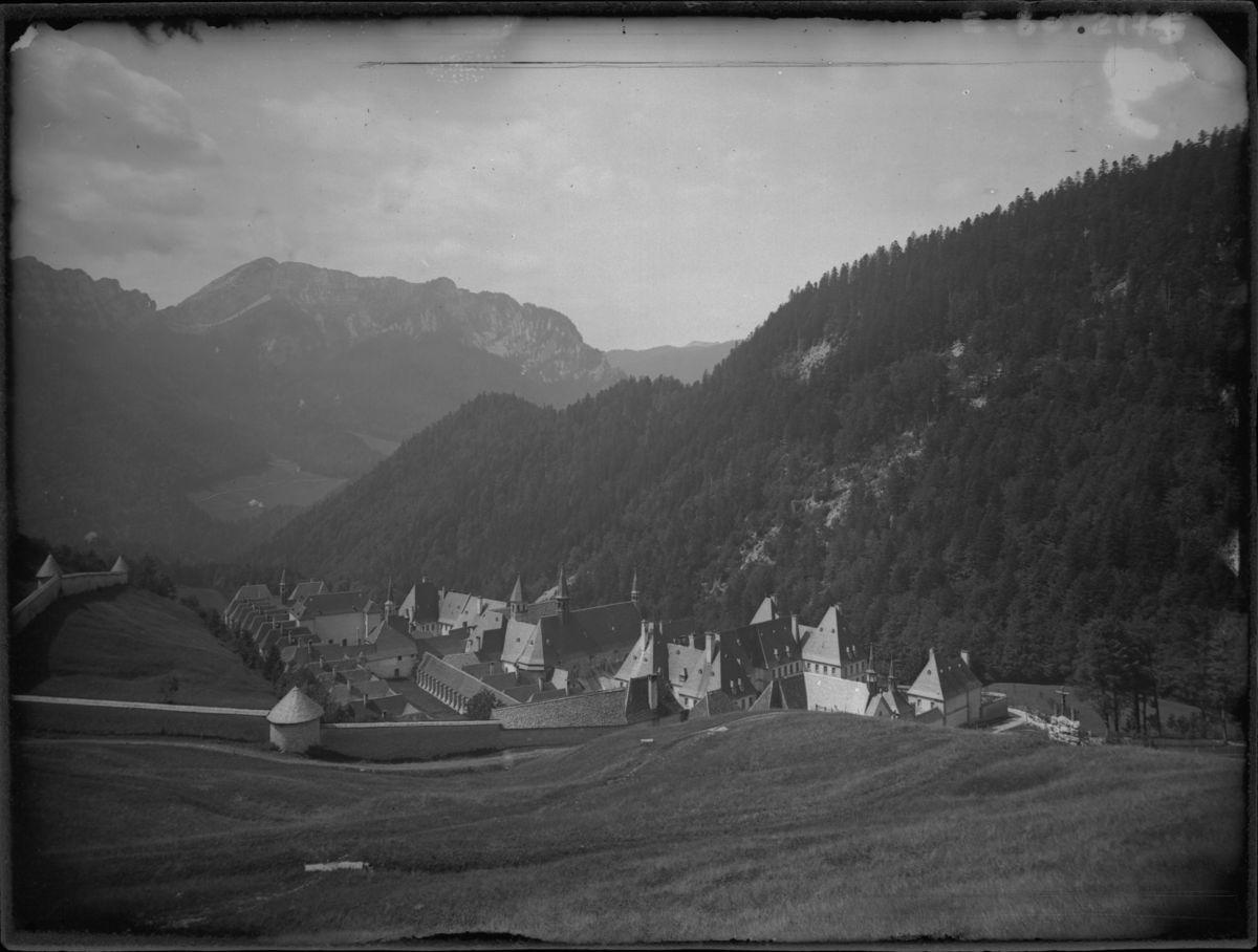 Monastère de la Grande Chartreuse : vue générale Photographie 1890