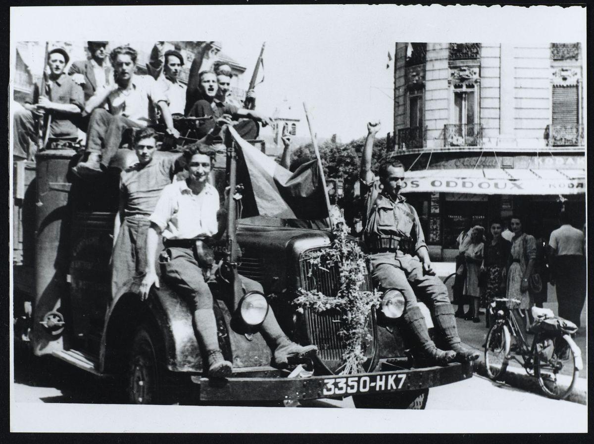 défilé d'une jeep, libération de Grenoble, août 1944 Photographie