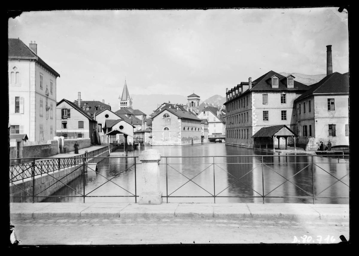 Annecy : le Thiou et manufacture Photographie