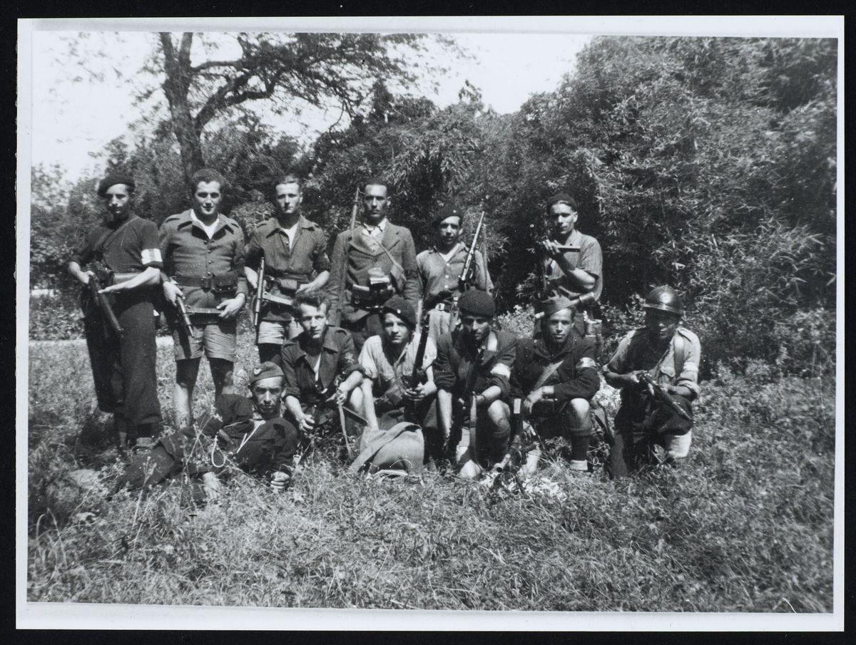 """Un groupe de la section """"Pelletier"""", maquis de l'Oisans, juin 1944. Photographie"""