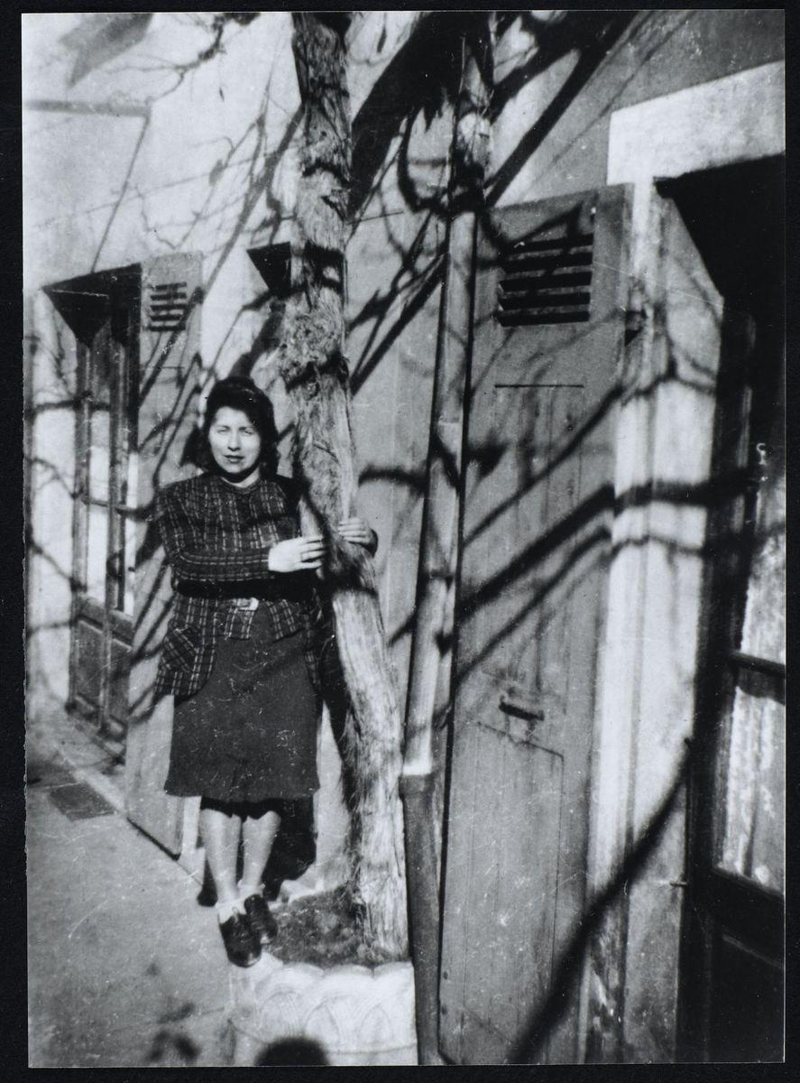 Anne-Marie Mingat-Lerme chez elle, Domène, 1944 Photographie 1944