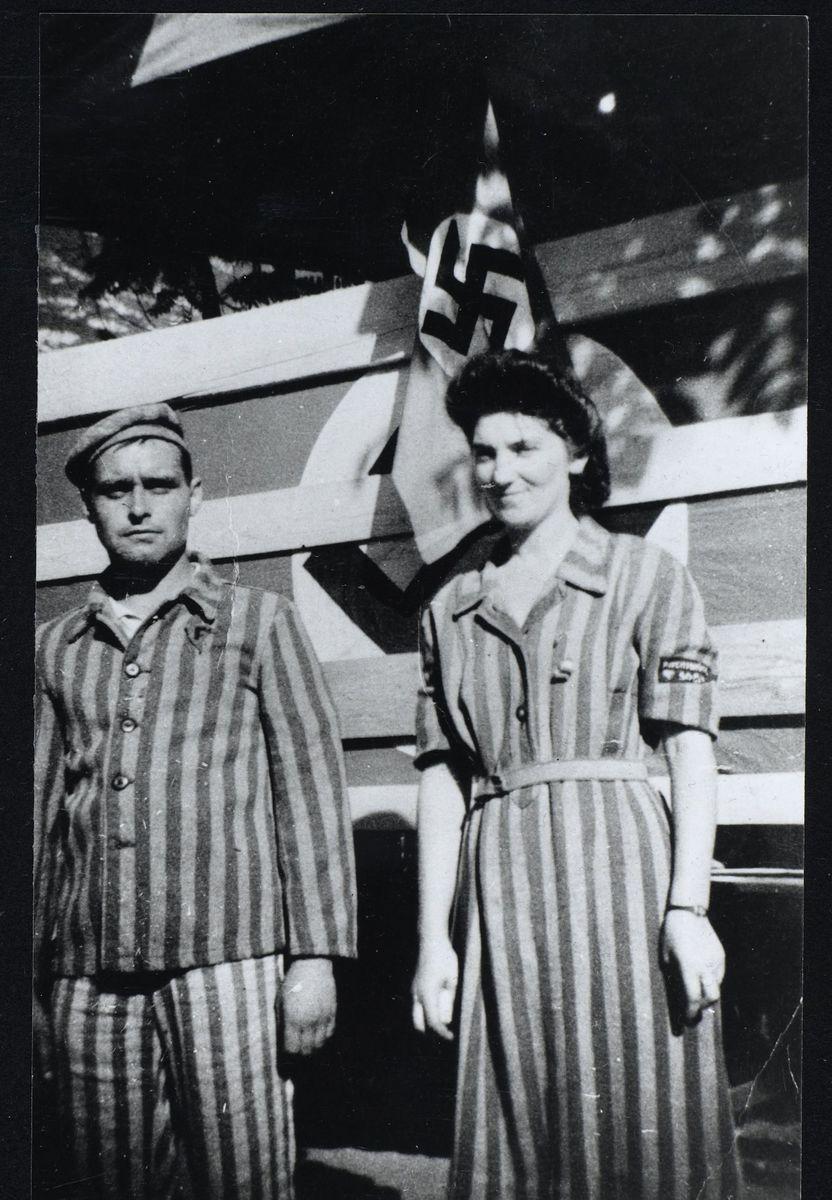 Roger Fleury et Paulette Roche, Parc de la Mairie, Saint-Egrève, 1946 Photographie 1946