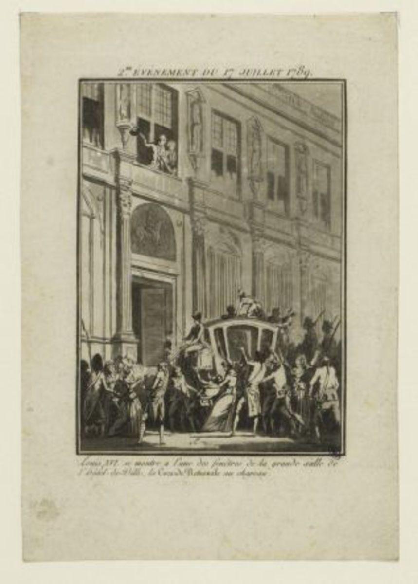 2e événement du 17 juillet 1789. Louis XVI se montre à l'une des fenêtres de la grande salle de l' Hôtel-de-Ville, la Cocarde Nationale au chapeau Estampe