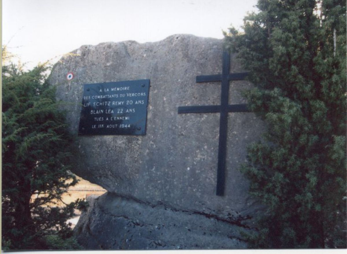 Plaque commémorative à la mémoire de Rémy SCHITZ et Léa BLAIN. Photographie