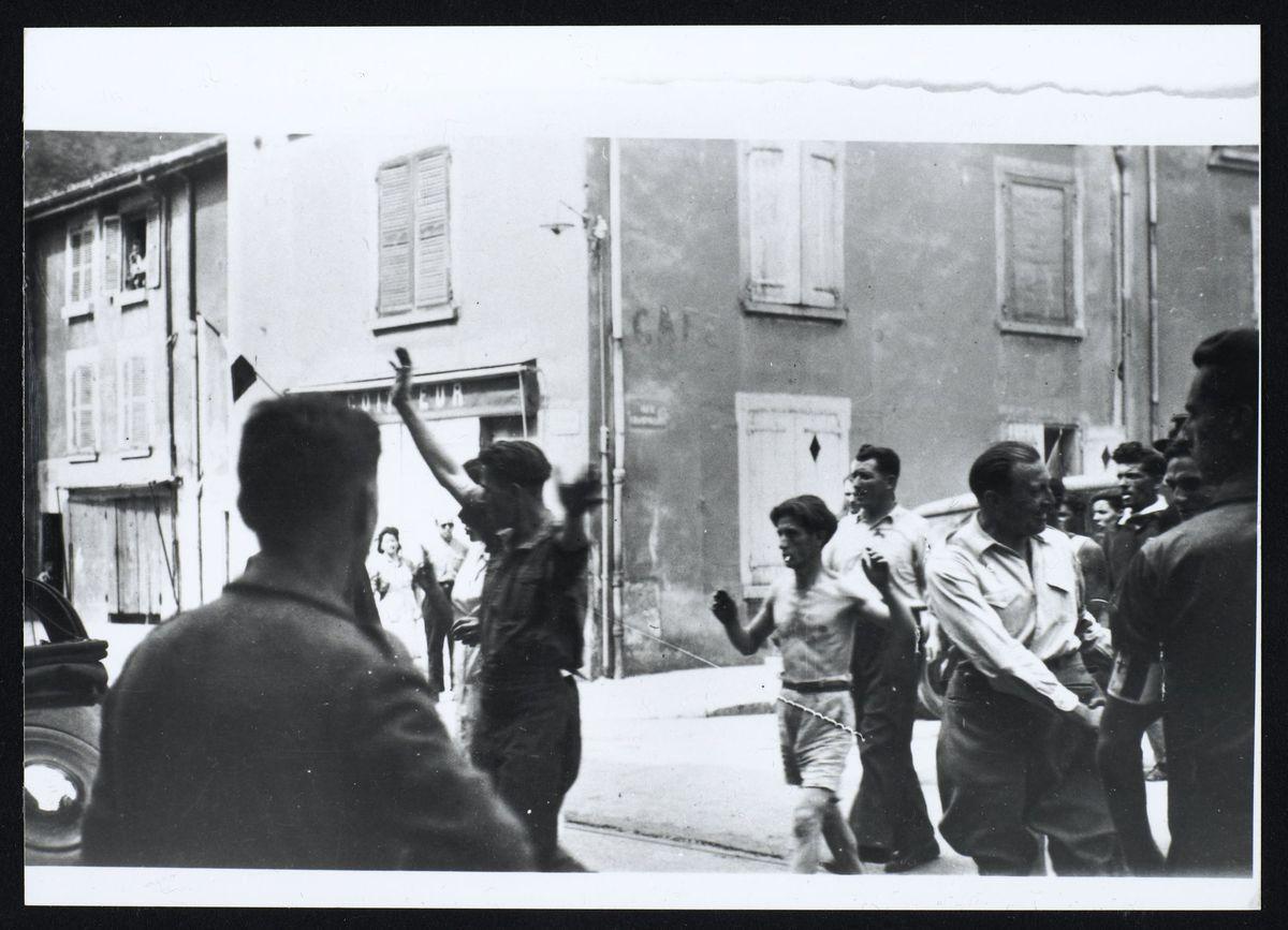 arrestation de collaborateurs rue de Strasbourg, libération de Grenoble, août 1944 Photographie Août 1944