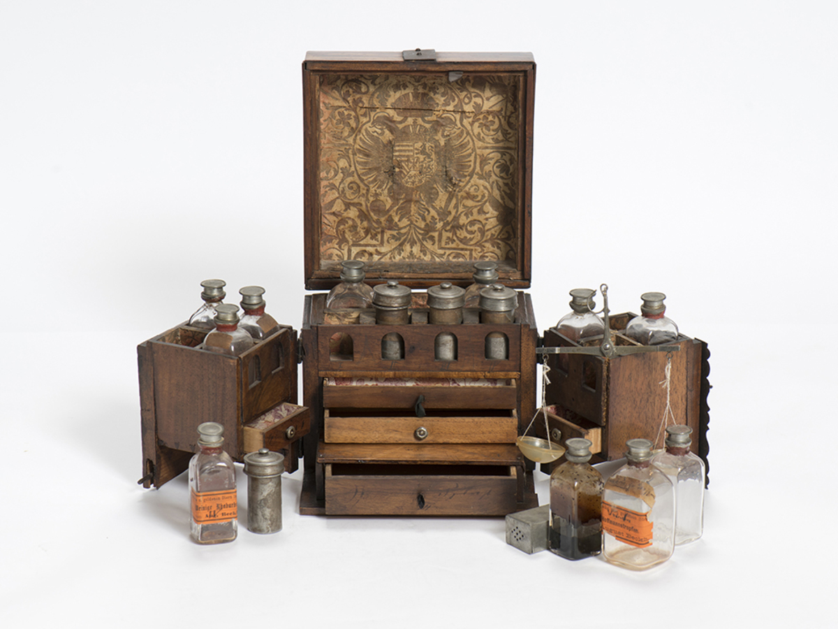 Pharmacie de voyage Technique 1700
