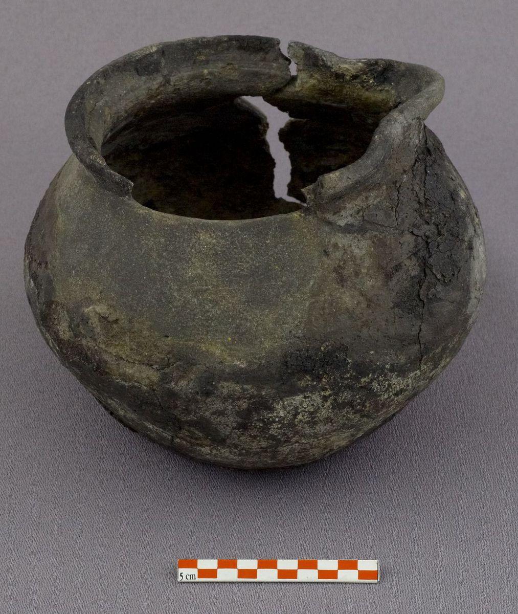 archéologie ; céramique 12e siècle 12e-13e siècle