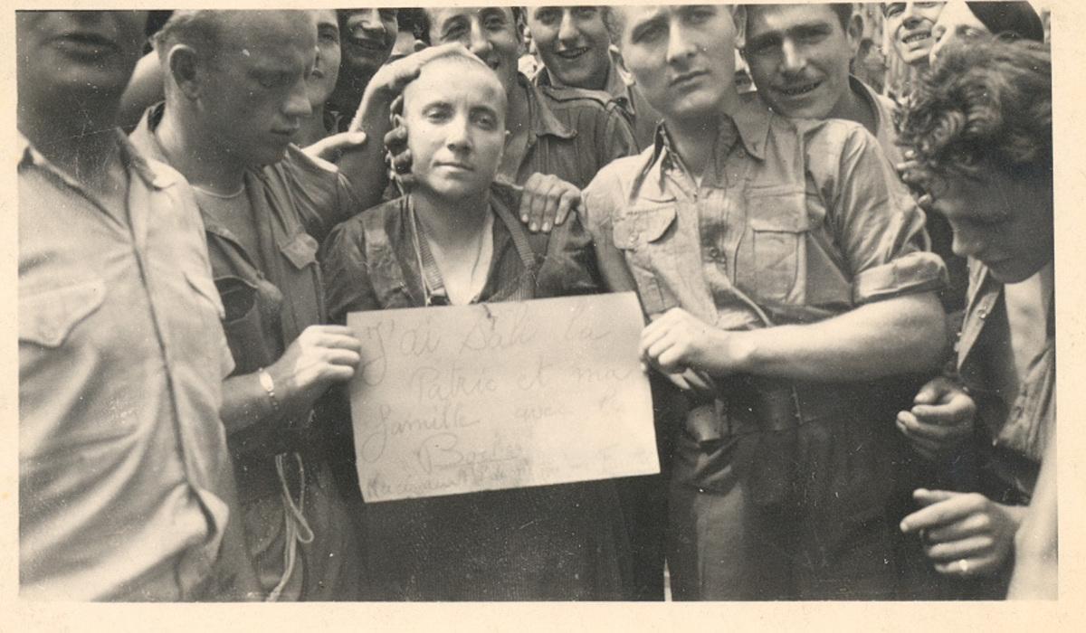 Femme tondue à La Côte Saint-André, août 1944 Photographie