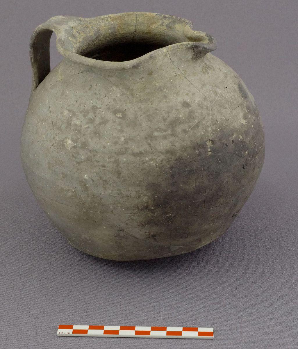 archéologie ; céramique 11e siècle 12e-13e siècle