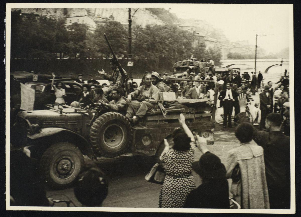 défilé d'une jeep américaine à la libération de Grenoble, 22 août 1944 Photographie