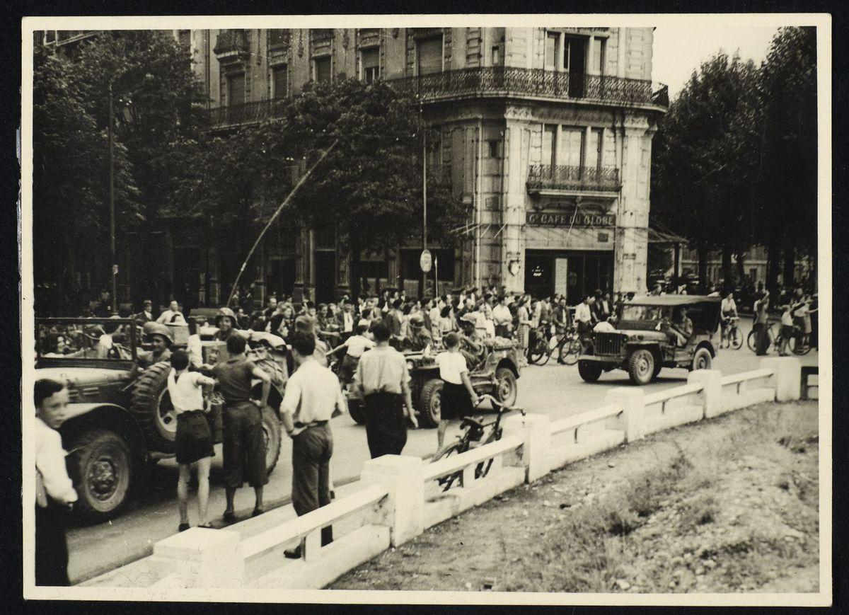 Défilé de jeeps américaines à la libération de Grenoble, 22 août 1944. Photographie