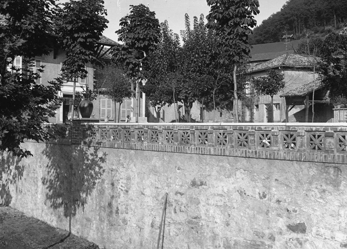 Terrasse devant la vieille écurie Photographie