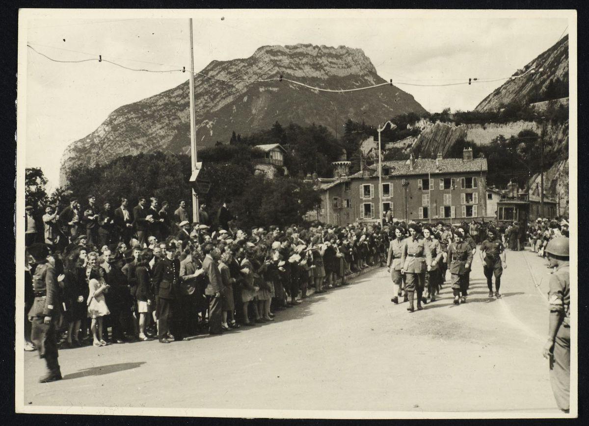 défilé de militaires à la libération de Grenoble, 22 août 1944 Photographie