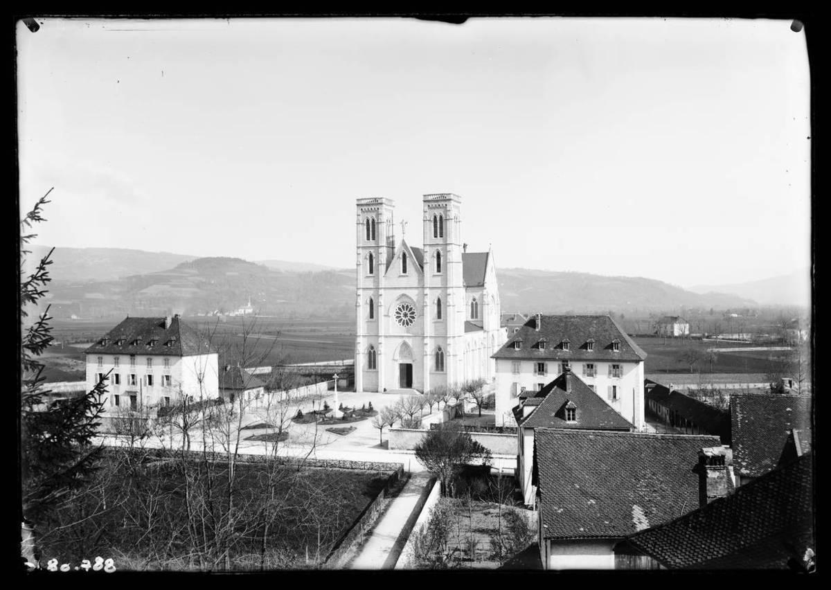 Saint Laurent du Pont : l'église Photographie