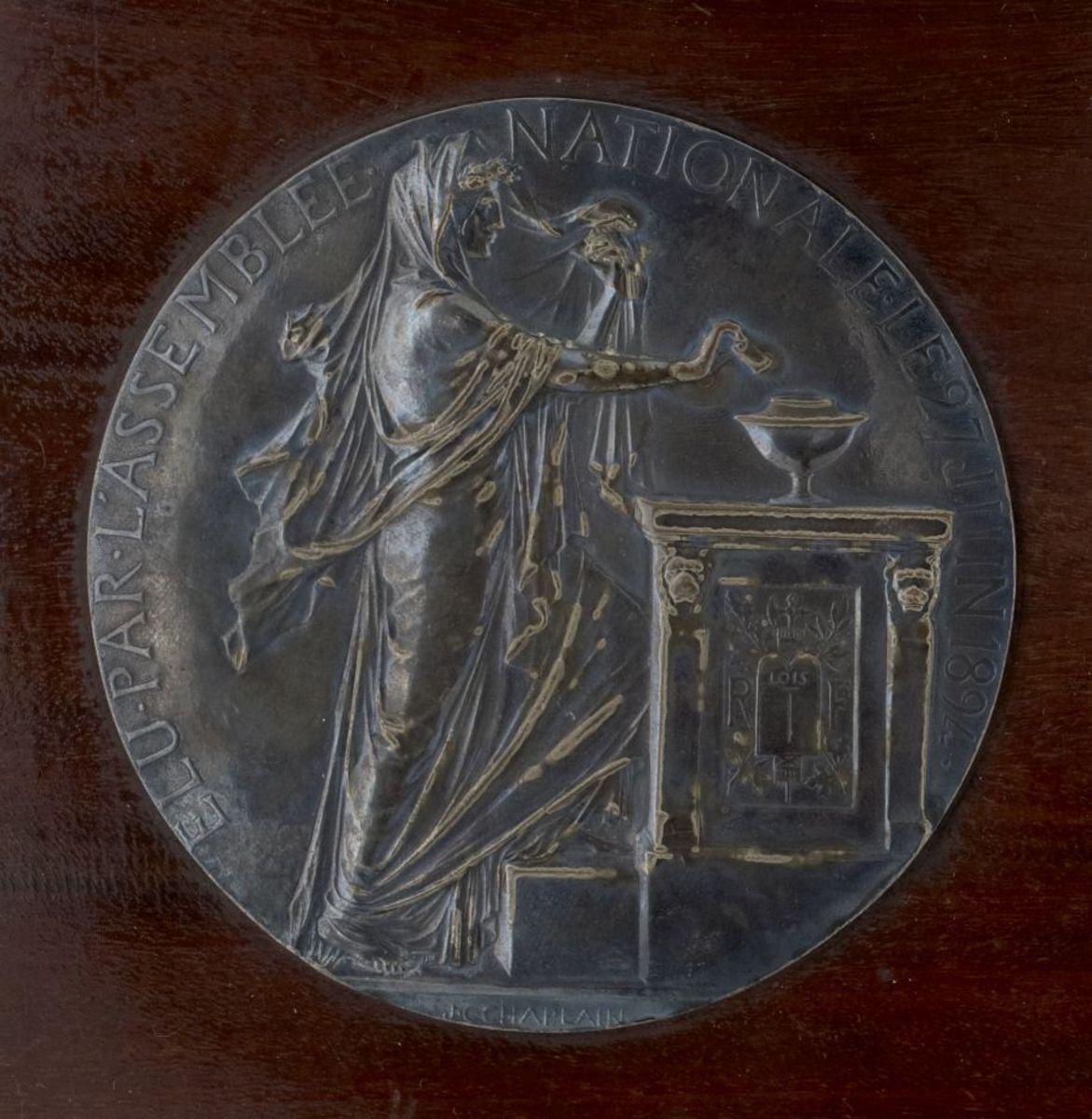Election de Casimir-Perier à la Présidence de la République Sculpture ; Médaillon