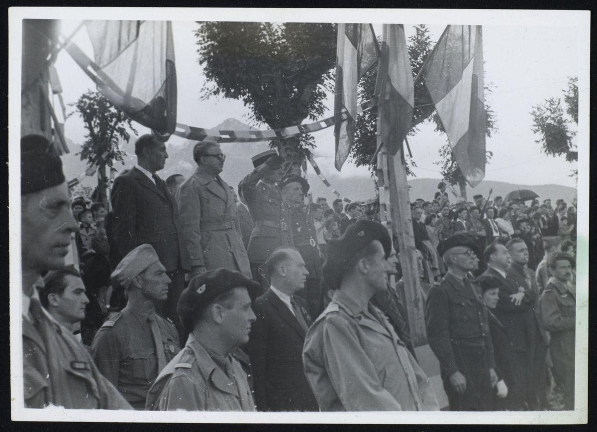 Personnalités de la Résistance pendant le défilé des troupes, libération de Grenoble, juillet 1944 Photographie