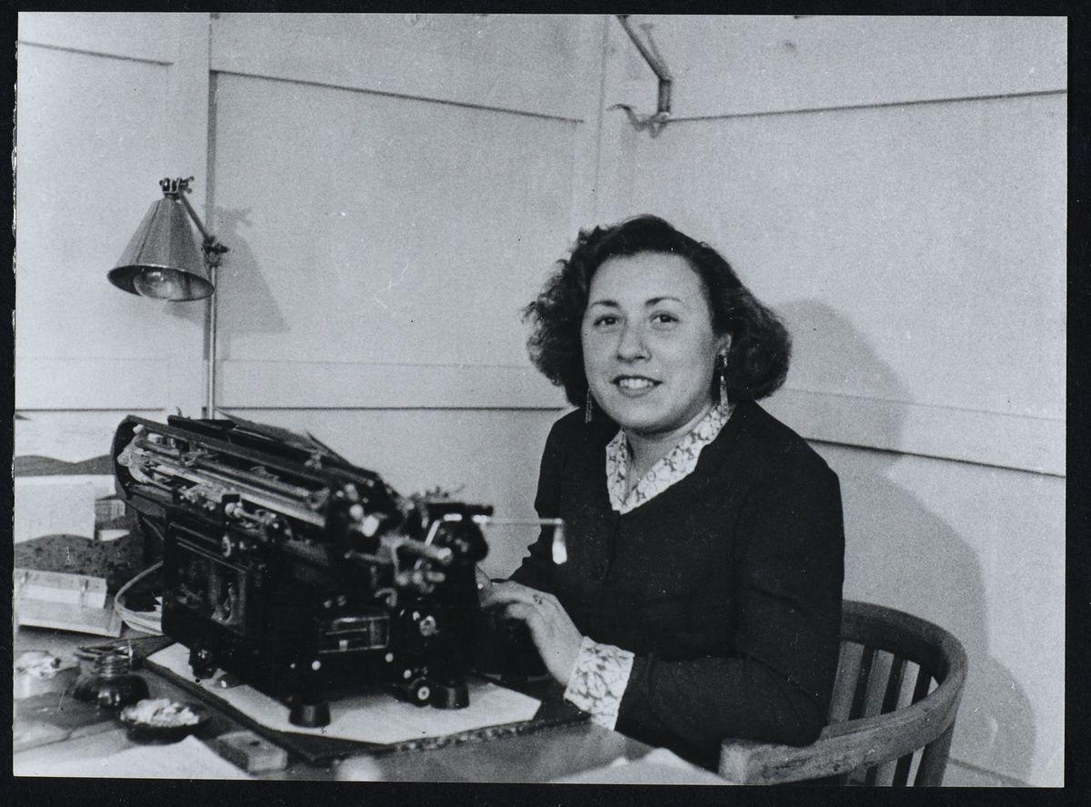 Anne-Marie Mingat-Lerme, secrétaire du CDLN, Grenoble, 1945 Photographie 1945