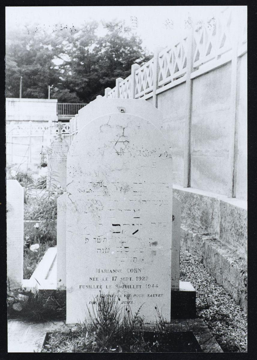 Tombe de Marianne Cohn au cimetière des Sablons, La Tronche, mai 1945. Photographie Mai 1945