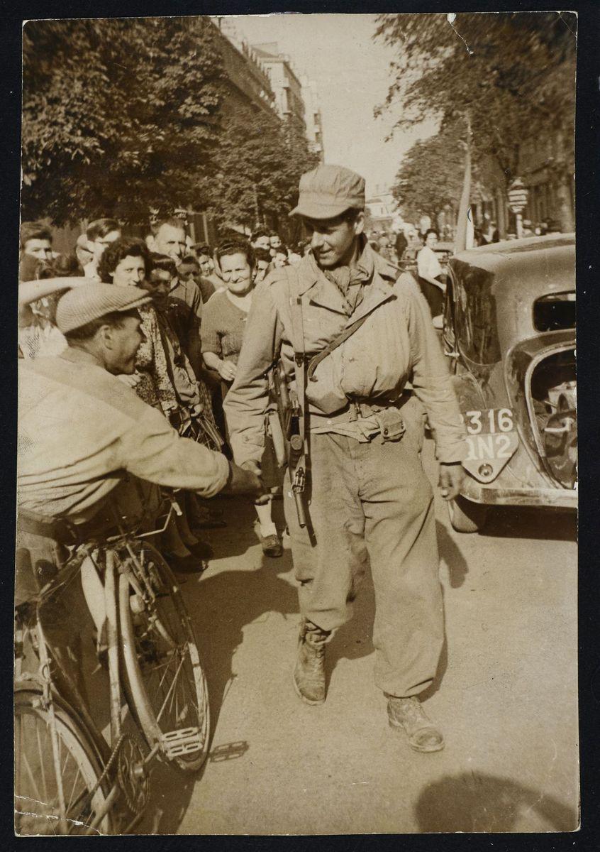 Défilé militaire, libération de Grenoble, août 1944. Photographie 22 août 1944