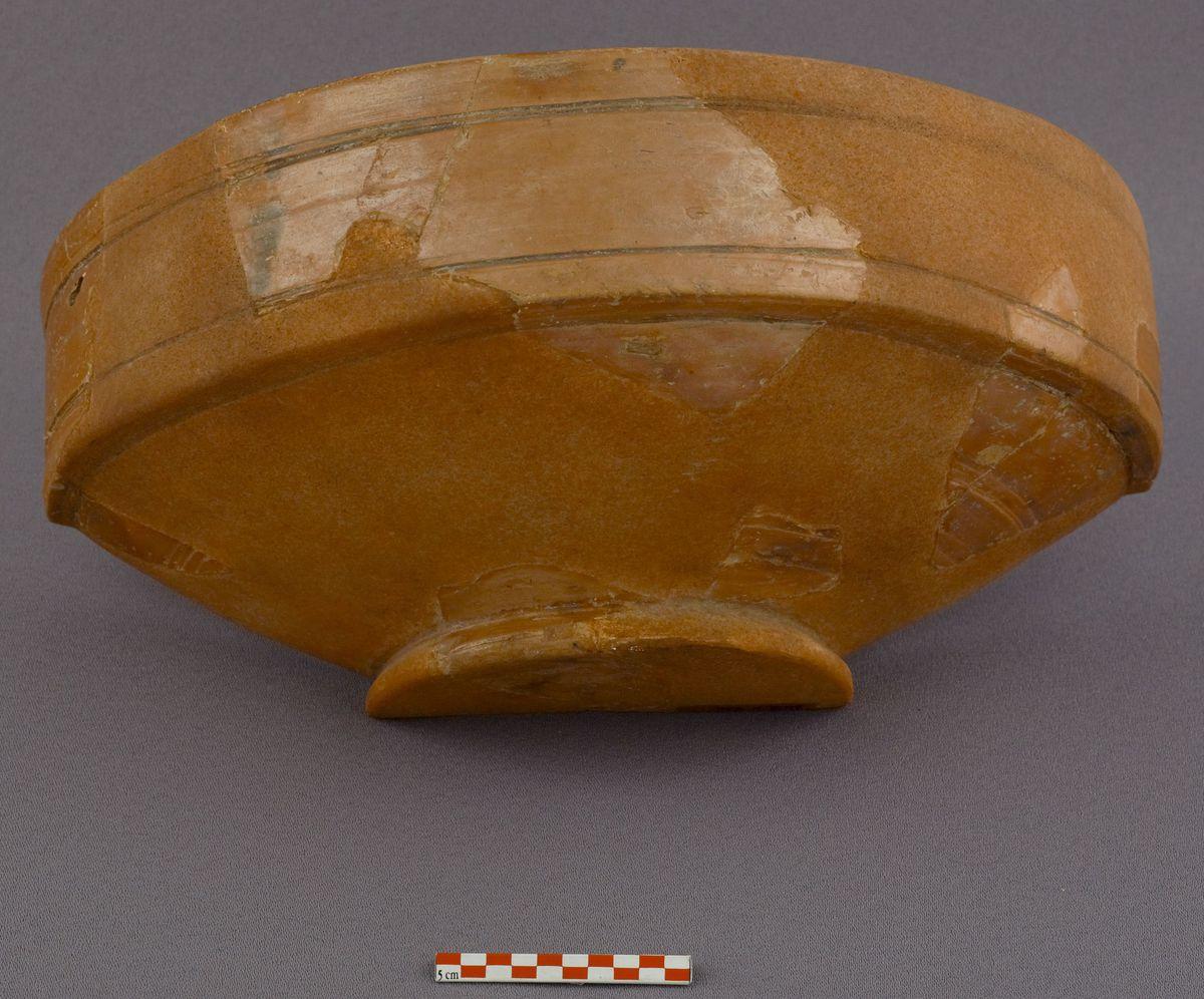 archéologie ; céramique milieu IIIe- milieu Ve XVIe s.